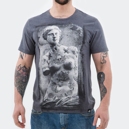 "SpareSkin. Брутальная одежда с принтами. - Товары - Venera, футболка очень легкая и мягкая лучший хлопок пенье 95% и 5% лайкра, вышивка на рукаве. <a href=""https://spareskin.ru/wp-content/uploads/2019/04/новая_Мужская-футболка_размерная-сетка_.jpg""><img class=""alignnone size-medium wp-image-2306"" src=""https://spareskin.ru/wp-content/uploads/2019/04/новая_Мужская-футболка_размерная-сетка_-625x400.jpg"" alt="""" width=""625"" height=""400"" /></a>"