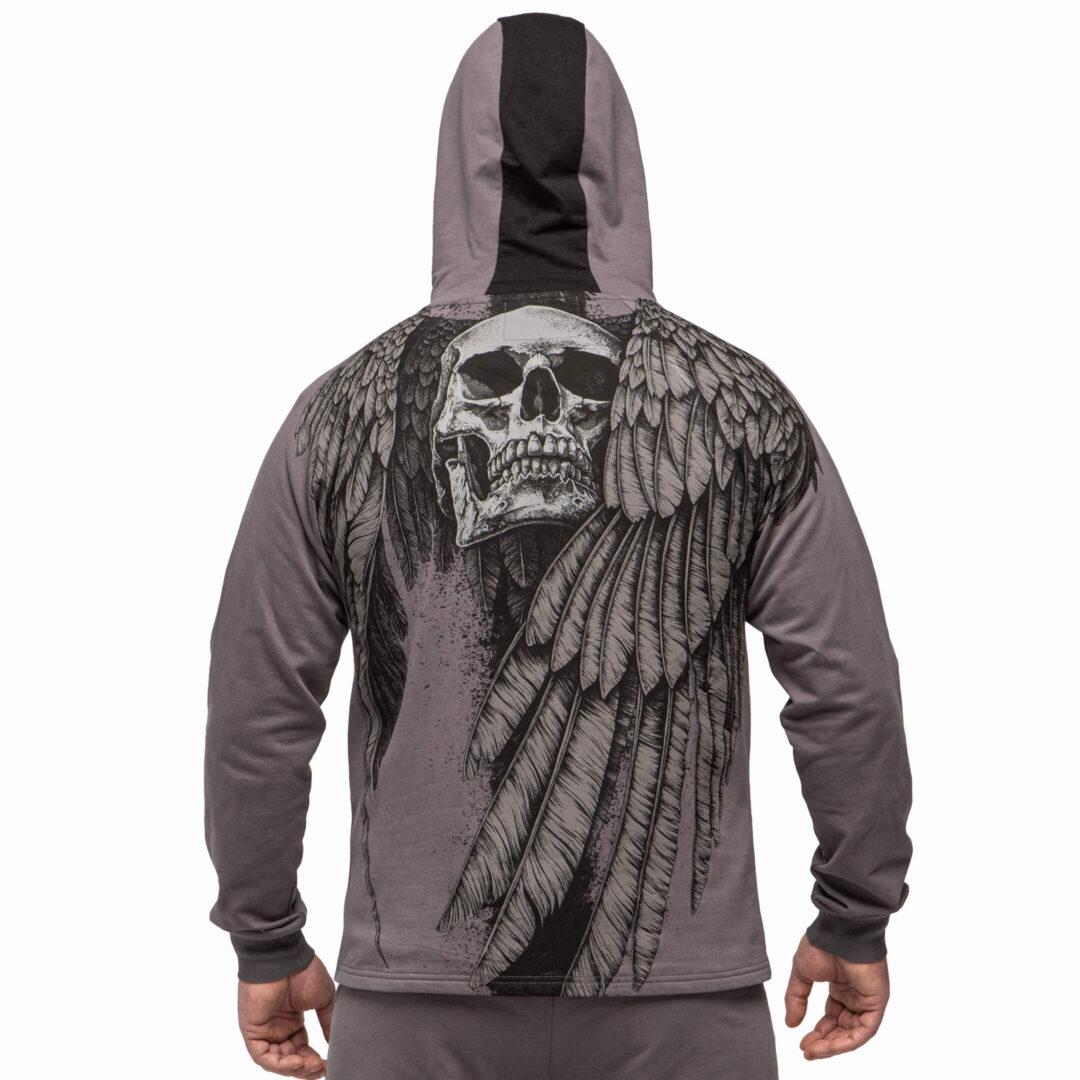 спортивный костюм с крыльями и черепом